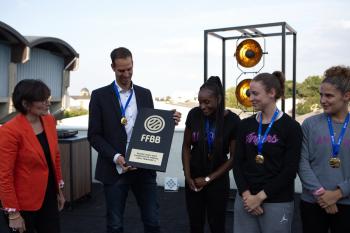 L'UFAB a soulevé son trophée